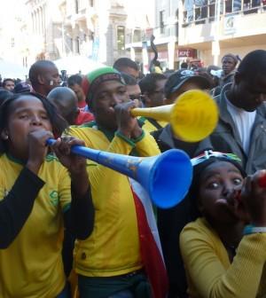 Südafrikanische Fans mit der Vuvuzela